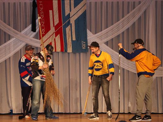 nach der Pause führte das Unihockey einen Sketche auf über die 'Entstehung' der Unihockey Riege