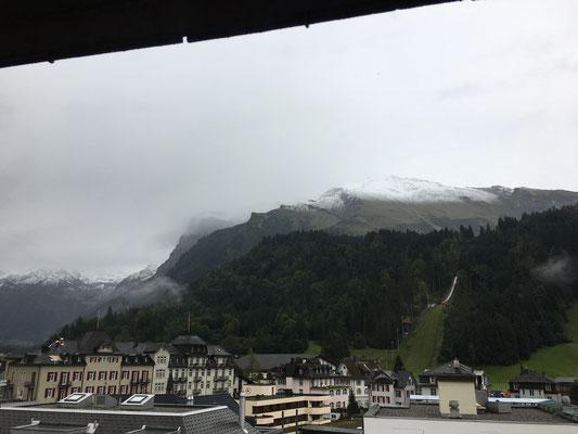 Aussicht vom Hotelzimmer auf den Titlis am Sonntag