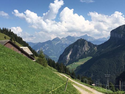 Aussicht vom Gitschenen Richtung Isenthal und Vierwaldstättersee