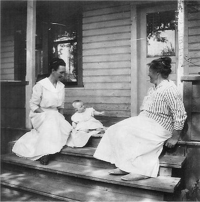 Pearl Johnson Munger (the first white baby born in the Foothills), baby Lucille, and Mary Johnson. June 1919