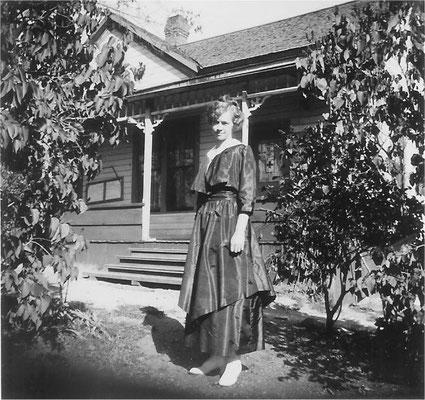 1918, Violet Johnson home