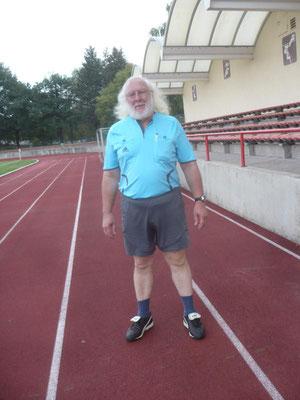 Schiedsrichter Bernd Karnapke aus Berlin hatte mit der fairen Begegnung keine Probleme
