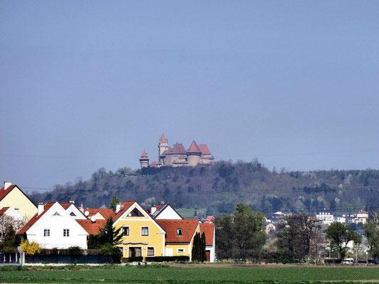 die S1 mit Blick zur Burg Kreutzenstein
