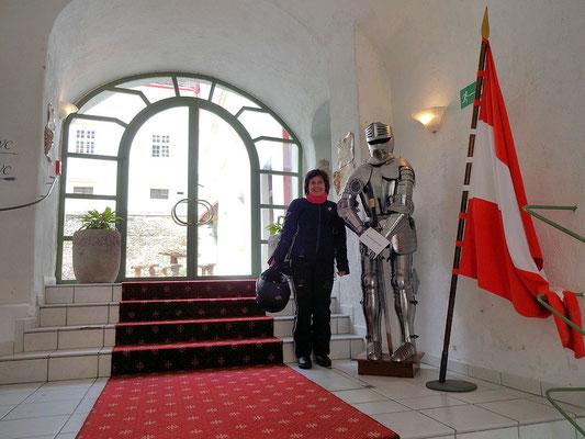 Schloss Krumbach / Ritter mit Fräulein ;-)