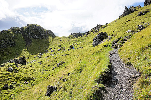 Wanderweg am Old Man of Storr