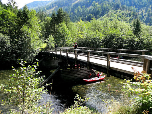 Holzbrücke über die Salza vor der Prescenyklause
