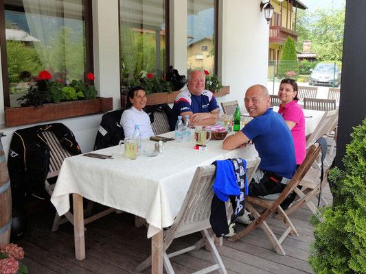 Idrsko-Kobarid / Gasthaus Jazbec (Hilde, Michael, Ernst, Tanja)