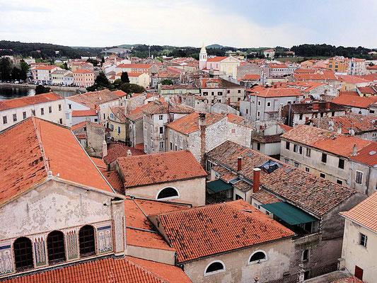 Porec / Euphrasius-Basilika Blick vom Turm auf Porec