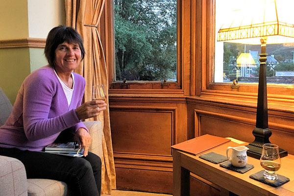 Braemer / Callater Lodge / guter House-Whisky bei gemütlicher Abendstimmng