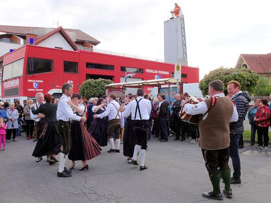 Bairisch Kölldorf / Feuerwehrhaus / Musik und Tachtentanz