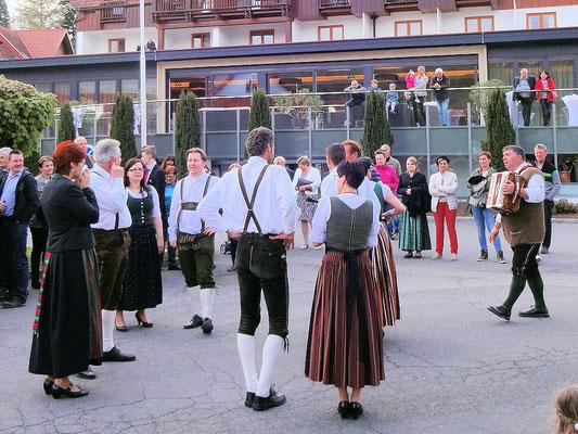 Bairisch Kölldorf / Musik und Trachtentanz