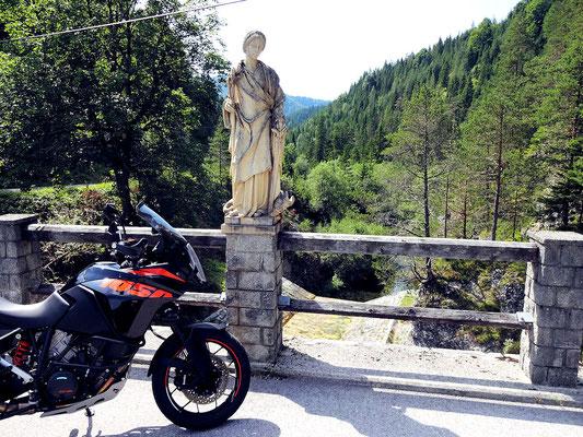 Margareten Statue auf der Staumauer des Hubertussees