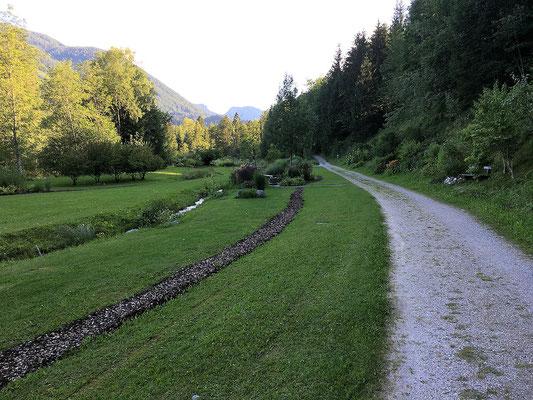 Wanderweg an der Kneippanlage vorbei