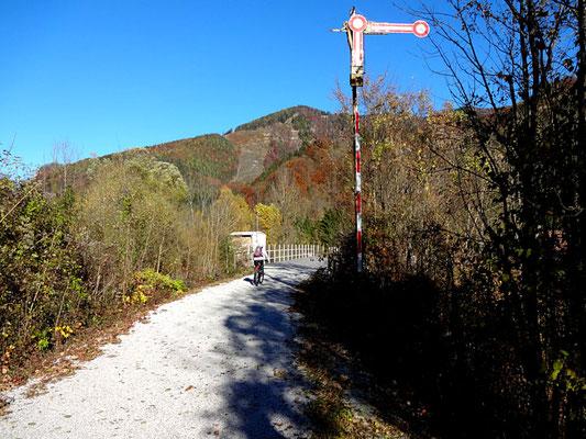 Bahntrassenweg zurück