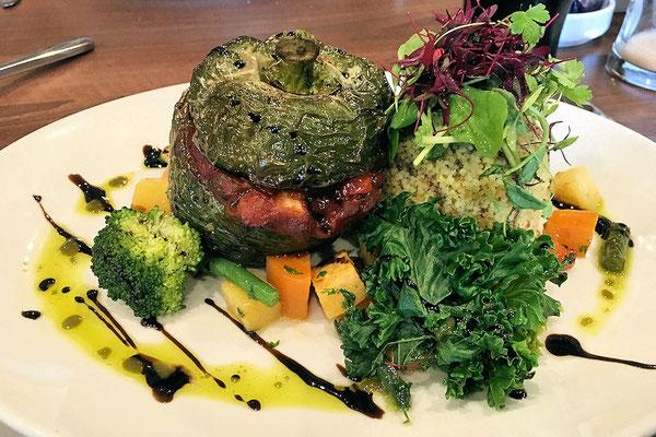 Braemer / Lodge Hotel - Restaurant / gefüllte Paprika vegan