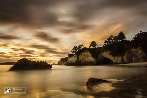 Unglaubliches Farbenspiel beim Sonnenaufgang an der Cathedral Cove