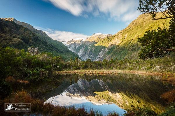 Unglaubliche Spiegelungen einer Berglandschaft im Peters Pool