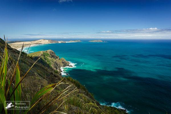 Treffen der Ozeane mit azurblauem Wasser am Cape Reinga