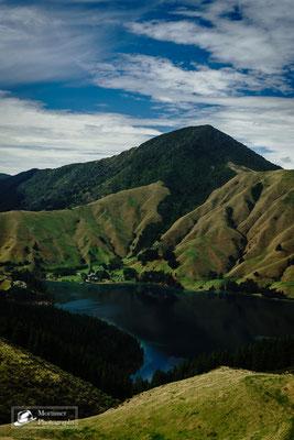 Wahnsinnig gute Aussicht vor Bergkulisse mit Seenlandschaft