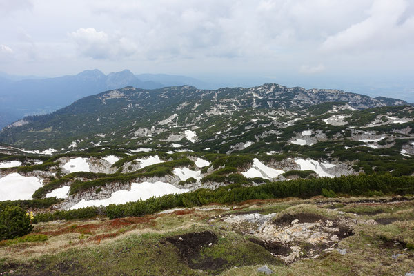 Das Plateau mit Schneeflecken