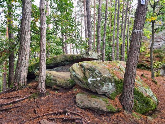 überall kleine und große Felsen