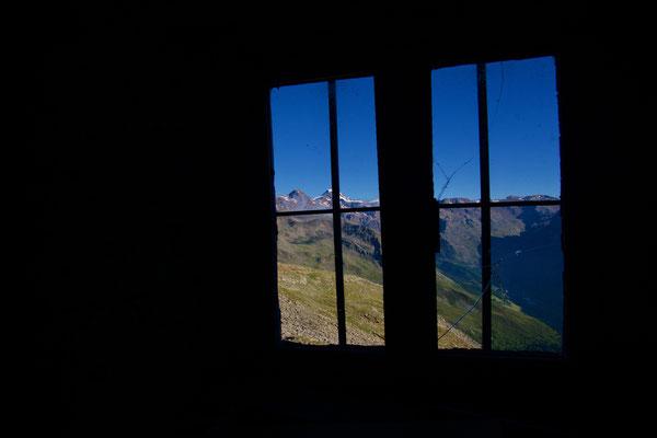 Blick durchs Fenster unserer Biwakhütte