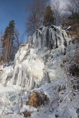 Vereister Wasserfall im Harz