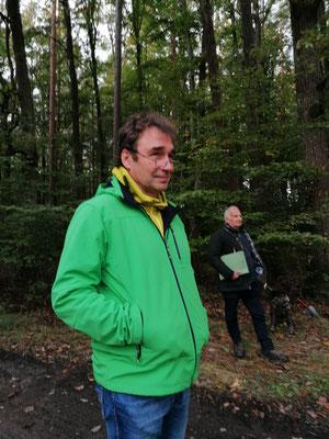 Dr. Ralf Straußberger (Wald- und Jagdreferent BN), im Hintergrund Klaus Behr (Amt Kitzingen)