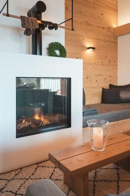Chalet Suite - Wohnzimmer mit Kamin