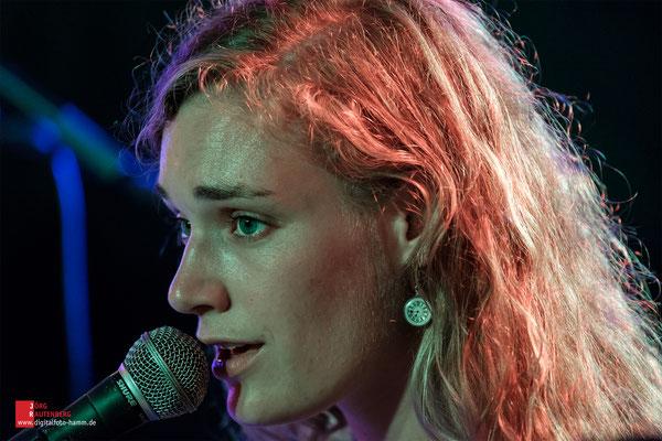 SONGWOOD Festival: Pele Caster
