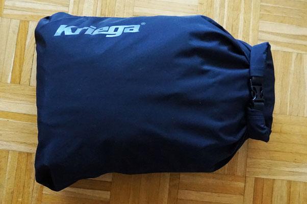 Kriega Packsack gefüllt mit 2 Motorradjacken