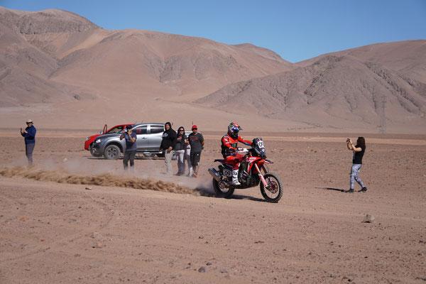 Die Fans sind dicht am gescehen / Atacama Rally Chile