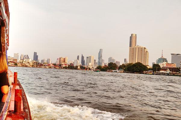 Gehört zu einem Bangkok Besuch dazu - Flussfahrt