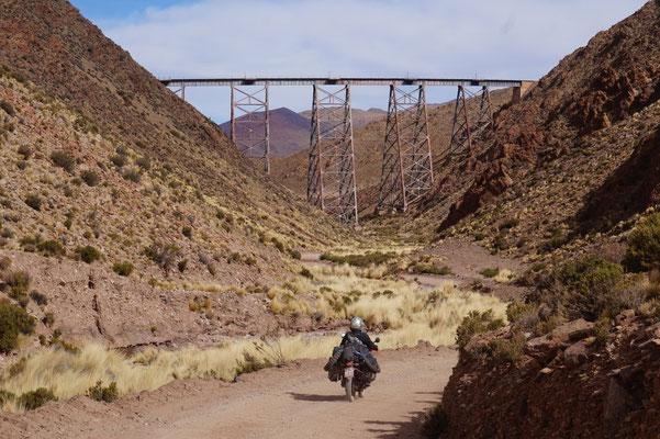Los Nubes - Die weltberühmte Eisenbahnbrücke an der Ruta 40 / Argentinien Teil 2