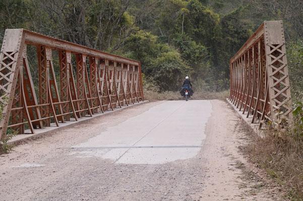 Die Brücke führt in den Nationalpark Calilegua