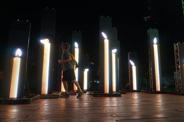Puuuust!-Autsch - Lichtinstallation Bangkok 2