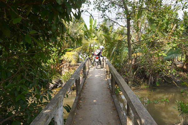 Marode Brücken über den Mekong - Gut, dass wir so federleicht sind