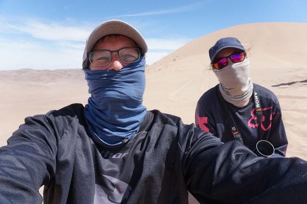 Wir schützen uns vor Sand und Hitze / Atacama Rally Chile