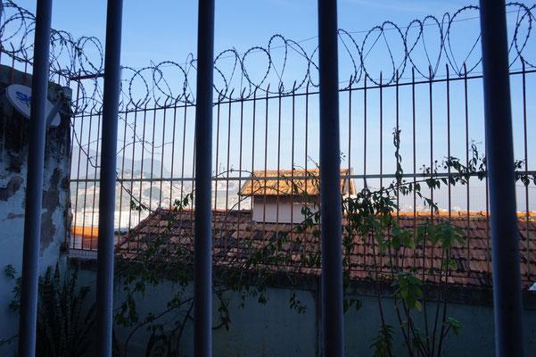 Blick aus unserem Hostel - Es sieht schlimmer aus als es ist / Rio de Janeiro / Brasilien