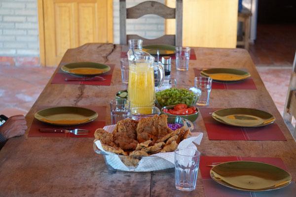 Gemeinsames Essen auf der Farm in  / Paraguay