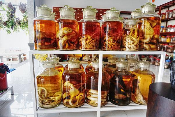 Traditionelle vietnamesische Medizin oder so? In einer Apotheke gefunden....