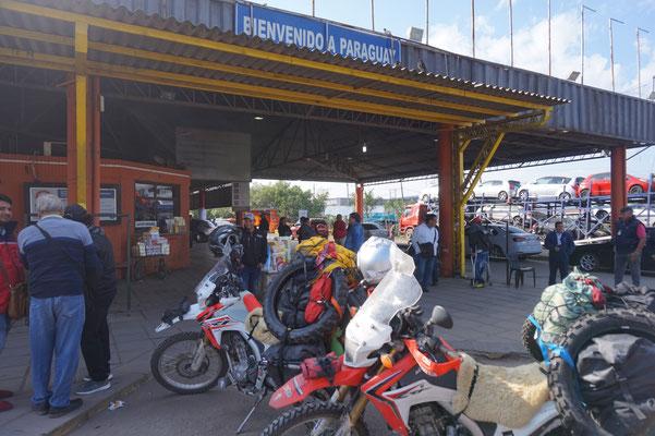 An der Grenze Argentinien - Paraguay  / Paraguay