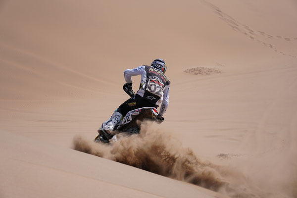 Quintanilla deckt uns mit Sand ein / Atacama Rally Chile