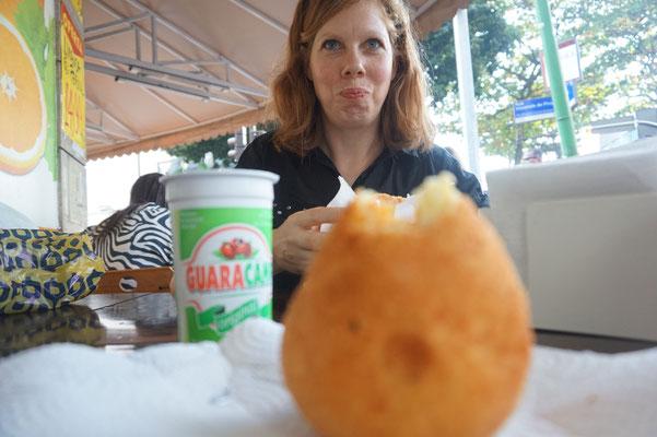Paniertes kartoffelpueree und Guarana Drink - geht so..../ Rio de Janeiro / Brasilien