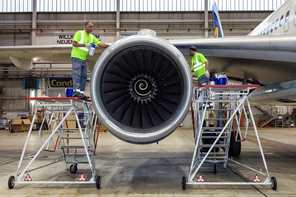 Flugzeugwartung - Agentur Dreifach