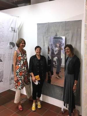 Eröffnung am 10.09.2021: Ein ungeschriebener Roman, Kunstverein Landshut, Reflexionen, 2021, Mixed Media Installation, 200 x 150 cm von Monika Humm