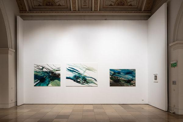 Monika Humm: Volcanism - Floating 17, 15, 32, Acryl auf LW  Volcanism-Collage 1, Mt auf Holz / Supernature, Galerie der Künstler München, 2021 Foto: Edward Beierle
