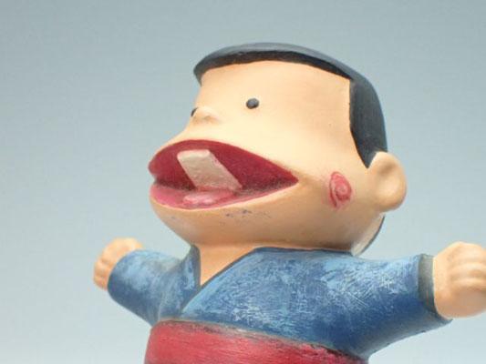 歯の表現。プラモデルの製法ではこうなりますね。ほっぺの渦巻きを描きたくて塗り直したのです!