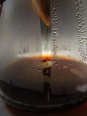 Feiner Kaffeestrahl - ein Genuss während der Zubereitung!