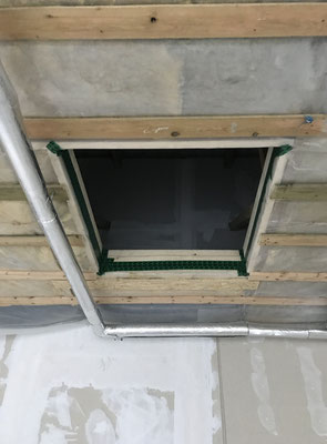 neue Durchstiegsluke für Wartungsarbeiten im Kaltdach